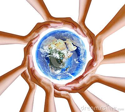 manos-que-sostienen-el-planeta-46103942