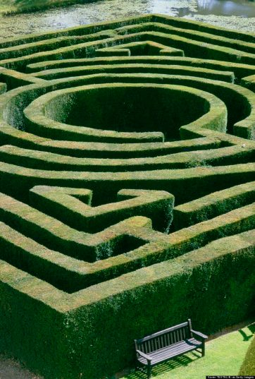 UNITED KINGDOM - CIRCA 1900:  Labyrinth of Hever castle in Edenbridge, United Kingdom.  (Photo by Xavier TESTELIN/Gamma-Rapho via Getty Images)